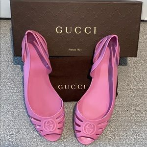 GUCCI pink rubberized peep toe pool vacation flat